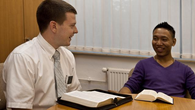 Missionary teaching investigator male    2009 09 10 1056
