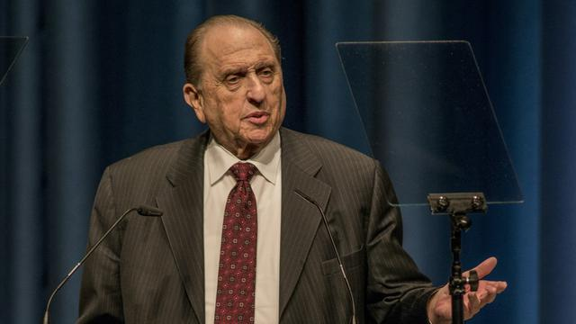 President Monson speaks at ICC Berlin high res